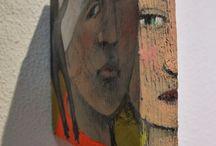 """Exhibition """"SWANTJE CRONE"""" / A pintura da artista alemã Swantje Crone é totalmente livre da formalidade espacial, sua liberdade  e imaginação nos transportam para um universo de fantasia. Cenas campestres misturam-se a cenas urbanas em cores primárias e revelam um mundo ingénuo, distante de conflitos e tensões, um mundo romântico, em harmonia."""