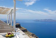 Andromeda Gold Suites, Santorini / Andromeda Gold Suites: Luxurious suites in Santorini with stunning volcano views http://www.mediteranique.com/hotels-greece/santorini/gold-suites/