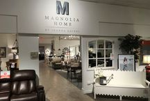 Magnolia Home / Do you love the Magnolia Home Collection by Joanna Gaines? Thoughtfully designed with the family in mind. A design style that appreciates the uniqueness of vintage elements and combines them in a simple and fresh way. We have it at Darvin.