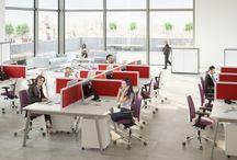 Meble dla Call Centre - wyposaż z nami biuro / Ścianki działowe >  Stanowiska CALL CENTER to modułowe zestawy mebli biurowych oparte na wspólnym stelażu. Taki układ upraszcza organizację przestrzeni i pozwala tworzyć wygodne, praktyczne stanowiska pracy nawet na niewielkiej powierzchni.
