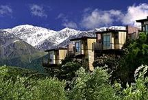 5 things we love about Luxury Lodges in New Zealand / Everyone travels but only a lucky few experience a place in a way that transcends the ordinary. Isolate yourself from the crowds and get a taste and feel of these exclusively designed, one of a kind retreats that are sure to take your breath away.