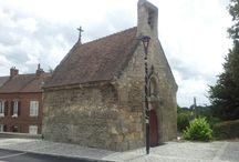 La Chapelle des Lardières  / C'est en 1651 que l'Abbé HUCHER, prieur de Breuil-le-Vert et Seigneur de Béthencourtel, fit édifier cette chapelle par quatre maçons du pays, à partir de matériaux de celle qui existait jusqu'alors et qu'il avait fait démolir.  Jusqu'en 1835, cette chapelle, comme tout le hameau de Béthencourtel se situait sur le territoire de la commune d'Agnetz.  Pour en savoir plus : http://bit.ly/1cG1Fkx