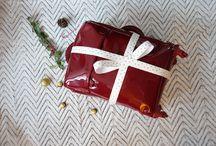 CHRISTMAS VALISE / Valise pré-remplie pour passer les fêtes en famille ou entre amis avec style. Trois tenues de créateurs pour être au top pendant cette période.