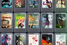 bookshouse Genres / Unser Programm  Begeisternd! Verführend! Berührend! Diese Genres sollen künftig unser Programm bestimmen und eure Lesewünsche erfüllen. Zu jedem Buch wirst du eine detaillierte Beschreibung finden, unter anderem zum Alter der Protagonisten. So erkennst du, an welche Altersgruppe sich das Buch vorwiegend richtet. Wir publizieren sowohl Bücher für Erwachsene als auch Jugendromane. http://www.bookshouse.de/lesegenuss/