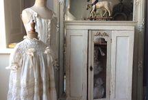 Krejčovské pomůcky,panny,stojany.....,interiéry..