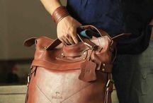 Macbook Back 2 Back Bag / 100% rucksack. 100% messenger bag with a quick adjustment of the strap the bag transforms from comfy backpack to convenient messenger bag.