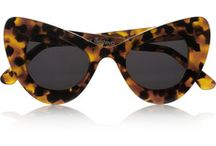 》glasses / special, striking glasses