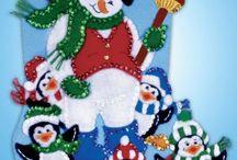 Niño de nieve y pingüinos