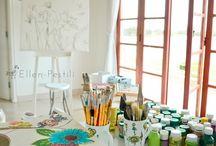 """My art studio / """"Acordar pela manhã, bem cedo. Olhar pela janela o sol, a água, o verde. Um verdadeiro presente de Deus para minha vida. Meu atelier é um espaço encantado, onde as ideias fluem. O desenho acontece. O lápis, o pincel, a tinta, tudo se move. Algumas vezes, a borracha entra em ação, me lembrando que por vezes erramos, mas temos a chance de recomeçar. Este é o meu atelier"""" Ellen Fotos de Marina Carla Ramos"""
