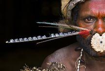 Zoom sur Marc DOZIER - Photographe Hemis / Coureur du monde infatigable, Marc Dozier réalise des reportages aux quatre coins du monde pour le mensuel Grands Reportages depuis plus de dix ans. Passionné par l'Océanie, il poursuit un travail de fond sur la Papouasie-Nouvelle-Guinée et partage chaque année durant plusieurs mois la vie de tribus reculées.