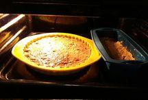 Queque de avena / Algo rico y sano, simple de preparar. 1 manzana roja rallada, 2 plátanos molidos, 2,5 tazas de harina de avena, 1 chucharada de bicarbonato, 2 cucharas de miel, 1 cucharadita de cacao y canela, 1 huevo, mezclar y llevar al horno 20 minutos a temperatura media.