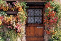 kapılar/the doors / iki koca dünya:girerken başka çıkarken başkasın.