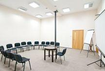 Centrum Biznesowe Faktoria - LODZ / Centrum Biznesowe Faktoria, należące do znanej polskiej firmy odzieżowej Stanley Jeans, to łódzkie centrum biznesowo-konferencyjne o unikatowym charakterze. Kompleks został stworzony w 2002r. na bazie istniejącej architektury fabrykanckiej sprzed 100 lat. Oferuje powierzchnie biurowe w pięknych wnętrzach o podwyższonym standardzie, jak również nowoczesne i bogato wyposażone sale szkoleniowe oraz konferencyjne.
