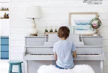 Pianino w salonie -piano room