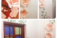 Decoración baño, flores de papel, mural. / Decoración baño, flores de papel, mural. Hecho a mano por Camila Palacios para MonteMadero Casa Hotel, Cota, Cundinamarca.