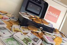 Sint actie / Vanmorgen zijn wij bij Choiz® ontzettend geschrokken, toen wij op kantoor kwamen was onze kluis volledig opengetrokken!  Wij waren allemaal enorm verrast, met al dat geld in onze brandkast.  Kom jij in week 47, 48 of 49 een huis bij Choiz® bekijken, dan zullen wij aan jou wat geld uitreiken!  Zo heb je alvast een heerlijke aanbetaling, en nee… we nemen je niet in de maling!  Uiteraard geldt dit financieringsproject, zolang de voorraad strekt!