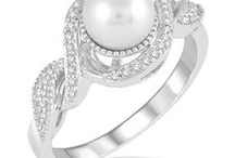 Gifts Under $1000 at Barnes Jewelry