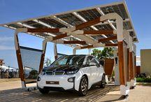 Napelemes autóbeálló / Szolár panelekből kialakított tetőszerkezettel, ahol napenergiával töltheti elektromos autóját.  Ám ha Ön épp úton van, az épület saját háztartási kiserőműként funkcionál.