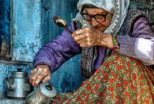 çay koyan kadın