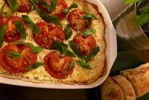 Gegrillter Schafskäse mit Tomaten und.  Knoblauch