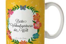 Tasse - Allgemein / Eine wunderschöne Keramiktasse aus dem Hause Mr. & Mrs. Panda, liebevoll verziert mit handentworfenen Sprüchen, Motiven und Zeichnungen. Unsere Tassen sind immer ein besonders liebevolles und einzigartiges Geschenk. Jede Tasse wird von Mrs. Panda entworfen und in liebevoller Arbeit in unserer Manufaktur in Norddeutschland gefertigt.