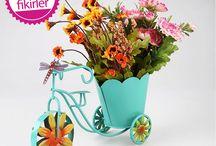 Saksı & Saksılık / Çiçekleri hangimiz sevmiyoruz ki? Evino'nun evinize ve bahçenize şıklık katacak saksı & saksılık modellerine göz atın!