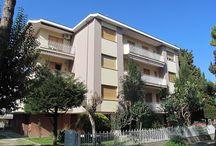PINETO - Quartiere Corfù  / Nel quartiere Corfù a pochi metri dal mare, quadrilocale al secondo piano con esposizione su tre lati, composto da soggiorno, cucina abitabile...