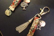 klíčenky a kabelková bižuterie