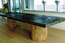 il tavolo ha trovato casa   / grande tavolo in asse unica, unico pezzo  con piedi a tronco