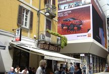 Social Media Wall / Strategically integrate social media and online sharing to brand promotion is nowadays a must-do. DOOH.IT offers an innovative solution that amplifies the effects of this practice by using interactive wall (led or touch) positioned in high frequency urban spots. We can professionally manage this operation, thanks to the experience acquired with fortune 500 companies.