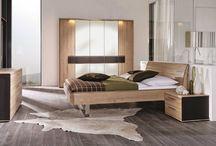 Mobilier de chambre / Faites de votre chambre à coucher un espace design et contemporain en choisissant du mobilier imaginé par les plus grands designers et réalisé par les meilleurs fabricants de meubles.