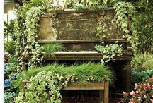 piano upcycling ideas / Don't give up on that old music box if it no longer holds a note, let it play to a different beat with these amazing and beautiful upcycling ideas.