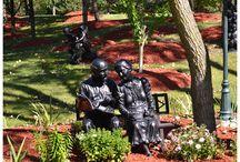 Rzeźby z brązu / Rzeźby z brązu o bardzo różnych wymiarach, od pokojowych po parkowe.