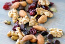 Healthy Breakfast  / Granola bars, Granola, Quick breads, Muffins, Breads / by Chhavi Agarwal