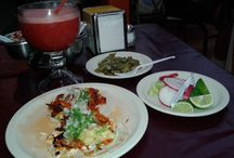 Meksykańska kuchnia / Podstawą meksykańskiej kuchni są kukurydziane placki. Także sól i limonka oraz pikantne sosy. Najlepiej, żeby wszystko było smażone. Meksykańskie dania to tysiące wariacji regionalnych i sezonowych, kompozycje zniewalające oko, nos i podniebienie...