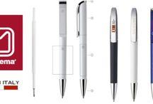 Strumenti di scrittura / In questa bacheca ci sono articoli per scrivere : penne a sfera e matite. Tutti articoli  pubblicitari che si possono personalizzare con loghi e scritte personali per promuovere la vostra immagine o prodotto .