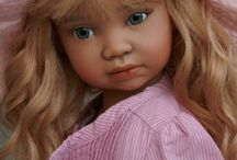 Cheryl - meisje met lang blond haar + roze hoed