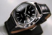 Vintage Seiko men's watch / 1980~9's old watches. Rare used watches. Vintage used watches. You can buy it now in ebay.