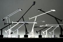 Artemide / Wenn Ingenieurskunst auf Design trifft, sprühen die Funken! Ernesto Gismondi gründete 1959 die Marke Artemide. Der Raumfahrtprofessor der Universität von Mailand wurde zu einem der Vorreiter in der Herstellung von Lampen. Als Symbole des Designs, der Innovation und des Labels Made in Italy, stehen die Produktionen von Artemide für Schick, Kreativität und Zeitlosigkeit, die in zahllosen Zimmern und Büros auf der ganzen Welt für das passende Licht sorgen.