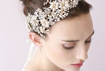 Esküvői fejpántok / Headbands / Újra reneszánszát éli a '20-as évek nagy divatja a fejpánt. Az egyszerűbb, finoman díszítettől egészen a swarovski kristályokkal ékesített darabok is egyre nagyobb szerepet kapnak az esküvői viseltben.  #esküvő #fejpánt #headband #wedding