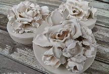 fleurs et papier platrés