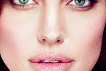 Angelina Jolie / Angelina Jolie
