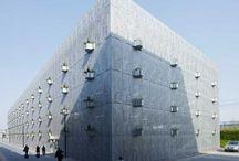 Budynki / Dowiedz się więcej o interesujących budynkach.