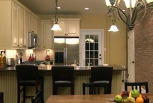 KITCHENS / by Cindy Boone