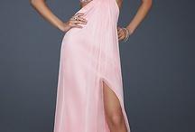 Dresses<33 / by Gabie Grant