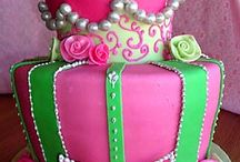 Beautiful and creative cakes / by Melissa Whitehurst