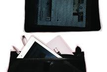 I nostri ACCESSORI / Ogni iDbag si correda di: Una tracolla addizionale; Una tasca interna disponibile in 3 varianti; Le INIZIALI GIOIELLO di chi la sceglie e la personalizza; Un pratico sacchetto in cotone; Una BOX foderata; Una ID CARD con garanzia di qualità.