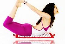 FakirYoga© / El Fakir Yoga es una nueva técnica desarrollada por Rafa Martínez que mejora la circulacion, drena, estimula y seda al mismo tiempo, ayudandote a combatir eficazmente la celulitis. Mas info en www.fakiryoga.com .  Con la ayuda del Fakir Mat, un tapiz con 6000 puntos de acupresion, estimulas la tonificación muscular y favoreces un autentico estado de bien estar. Ya lo puedes practicar en Madrid Espacio Creativo.  www.yogaswing.es