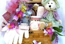 Themed Gift Basket Ideas / Whether ready-made or homemade, gift baskets are the kind of gifts that are sure to please even the hard to choose a present for person.