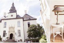 Hochzeit - Schloss Gartrop / Hünxe / An einem wunderschönen Sommertag durfte ich diese traumhafte Hochzeit im Schloß Gartrop in Hünxe fotografieren. Das Ambiente im Innern ist ebenso umwerfend, alles ist mit sehr viel Liebe zum Detail gestaltet und jeder der originell und stilvoll eingerichteten Räume erzählt seine eigene Geschichte…